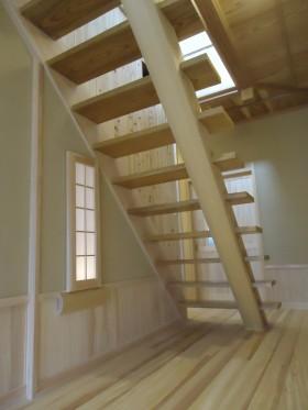 階段下の行燈