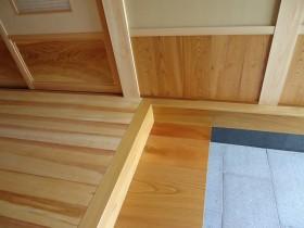 玄関式台と腰板