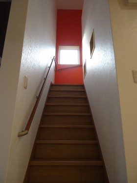 階段とアクセントクロス