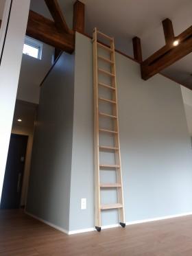 ロフトへのはしご